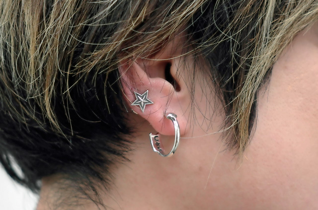 05-0027 Arched Arrow 2 Earring L1220828.jpg
